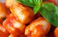 تهیه و پخت انواع غذاهای ایتالیایی_ سیب زمینی گنوچی با سس گوجه فرنگی