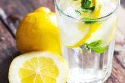 درمان نفخ شکم و دل بهم خوردگی با نوشیدنی لیمو