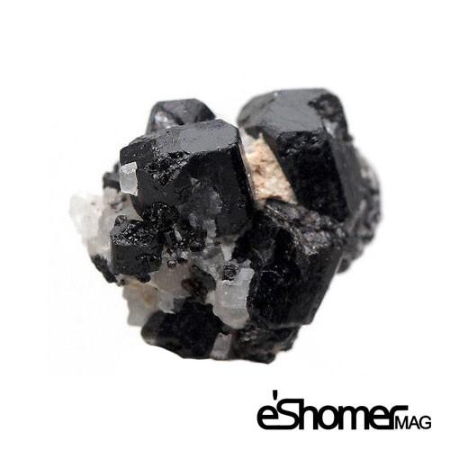 سنگ تورمالین سیاه بهترین دور کننده انرژی منفی