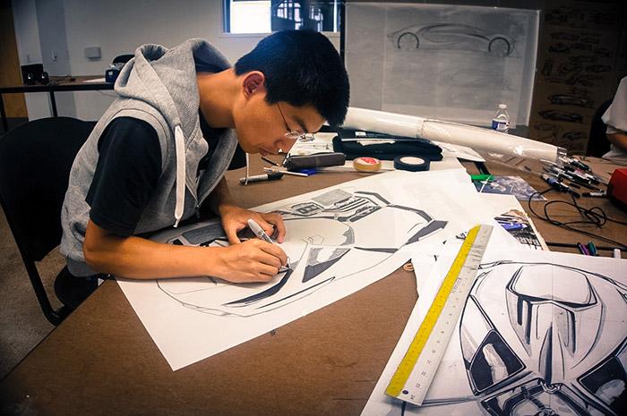 مجله خبری ایشومر 75989702_83897233eeddf یک طراح خودروی مطرح چه کاری باید انجام دهد طراحي هنر مطرح مطالعه کاری طراح خودروی تولید تاریخ ایده انجام اتومبیل