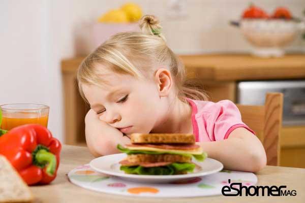 مجله خبری ایشومر girl-at-table-near-sandwich-not-eating-mag-eshomer راهکار علمی کاهش اشتها و احساس گرسنگی برای رژیم غذایی سبک زندگي سلامت و پزشکی گرسنگی کاهش غذایی رژیم راهکار اشتها
